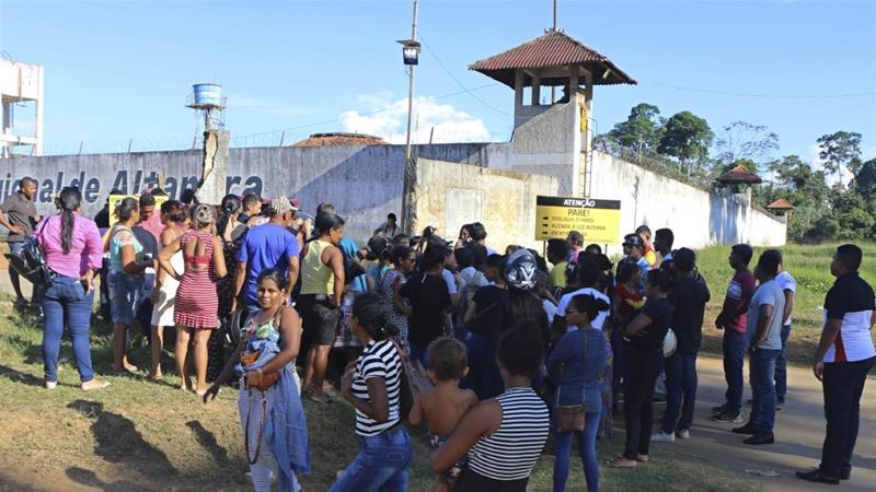 Brazil: 57 Maxbuus Oo Ku Dhintay Isku Dhac Laba Kooxood Ku Dhexmaray Xabsiga Dhexdiisa