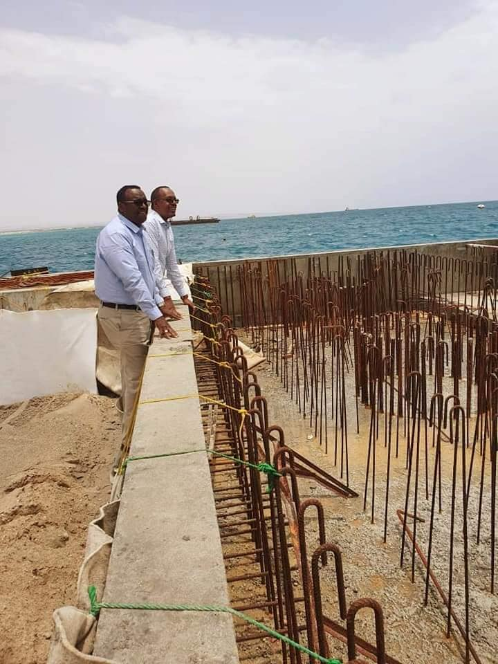 Wasiirka Warfaafinta Somaliland Oo Kormeeray Dhismaha Dekeda Berbera