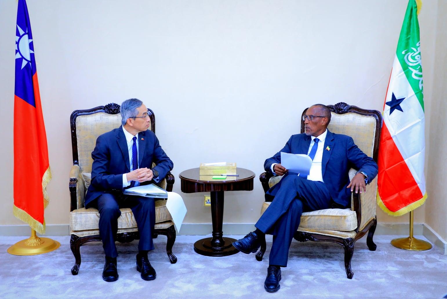 Madaxweyne Muuse Biixi Oo Kulan La Yeeshay Safiirka Taiwan U Fadhiya Somaliland.
