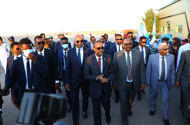 Ujeedada Socdaal Raysal Wasaaraha Somalia Uu Garoowe Ku Tagay