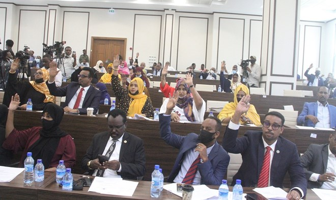 Baarlamaanka Somalia Oo Go'aamiyey In Laba Sanadood Doorasho Lagu Qabto Iyo Madaxweyne Farmaajo Oo Soo Dhaweeyey