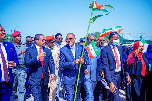Madaxweynaha Somaliland Oo Si Ballaadhan Loogu Soo Dhaweeyey Kala-baydh Iyo Gabiley.