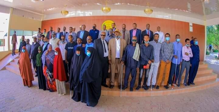 Madaxweynaha Somaliland Oo Kulan Hadhimo-Sharafeed Ah La Qaatay Xubno Kamid Dadka Aragga Naafada Ka Ah